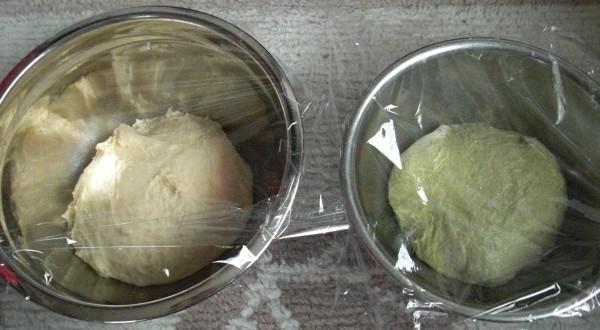 プレーンな生地と別々に一次発酵