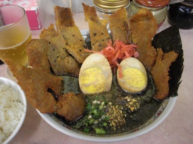 黒味噌とんかつラーメン